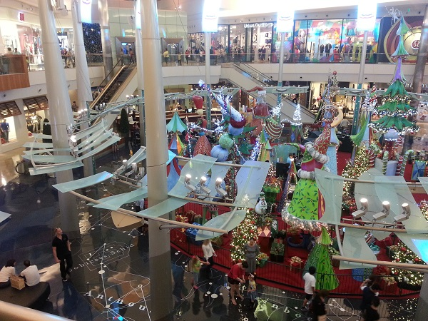 mall at millenia christmas display with santa