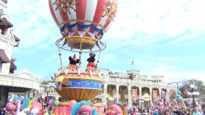 festival of fantasy magic kingdom disney world mickey and minnie in finale hot air balloon2