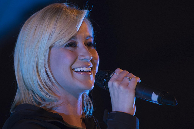 kellie pickler peforming at universal orlando june 6, 2015