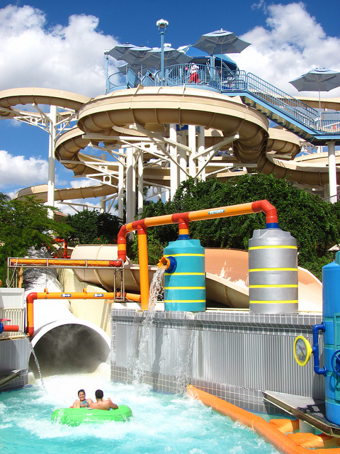 Universal owned wet n wild will close in 2015